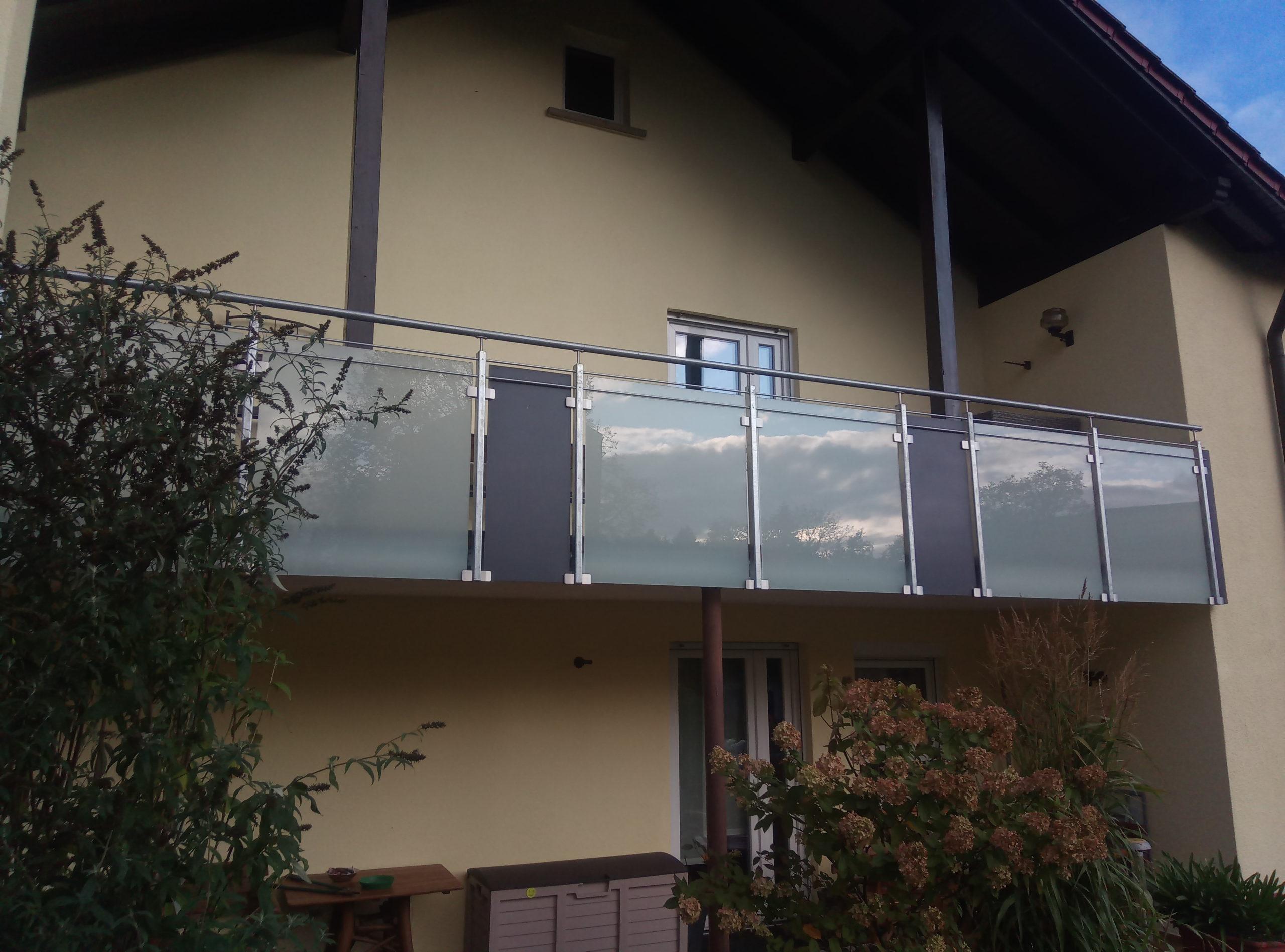 Balkon mit Glas